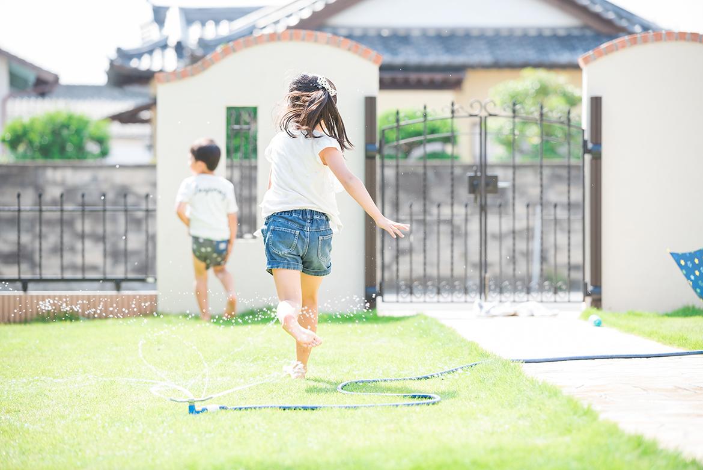庭と子供たち